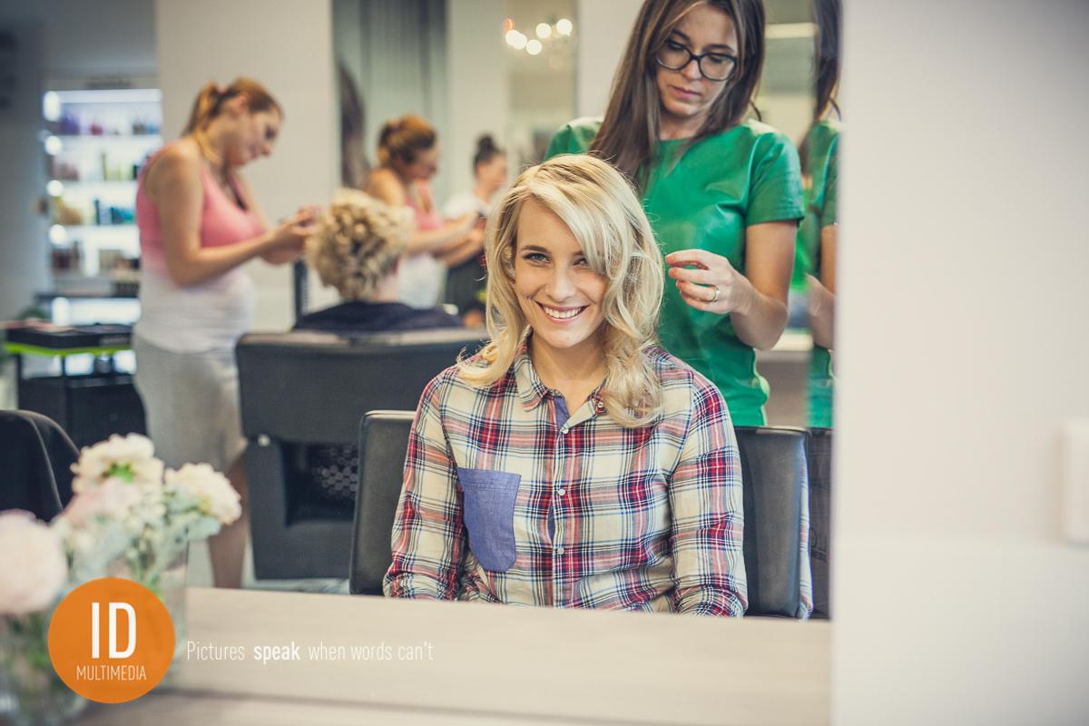 Milena u fryzjera
