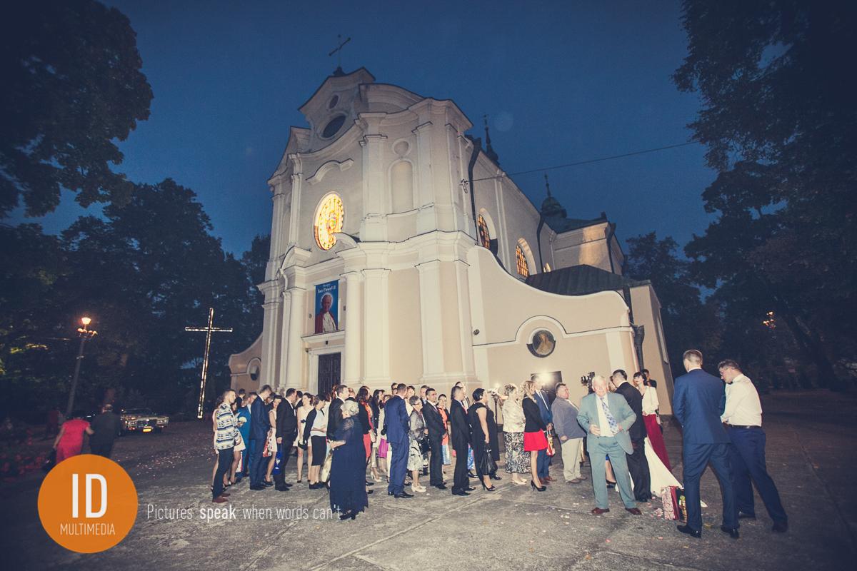 Życzenia dla Pary Młodej pod Kościołem