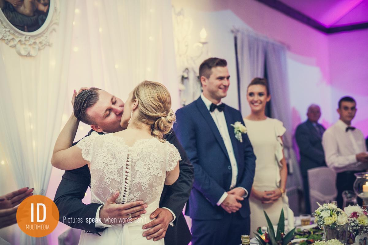 Pocałunek Mileny i Daniela