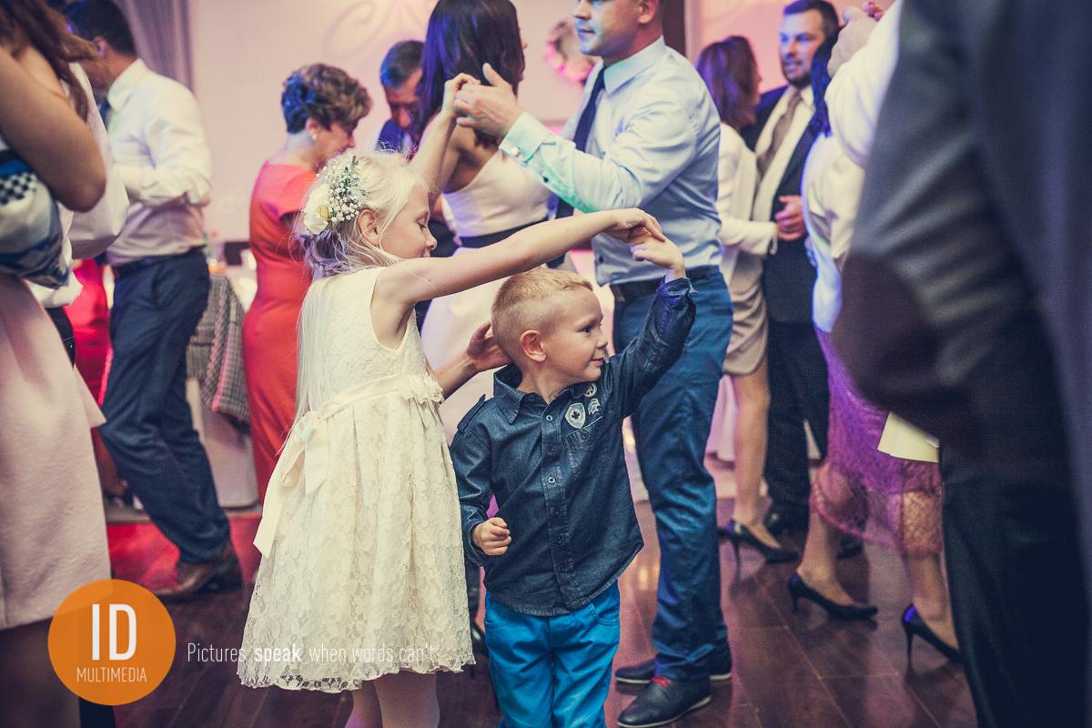 Dzieci na zdjęciach ślubnych
