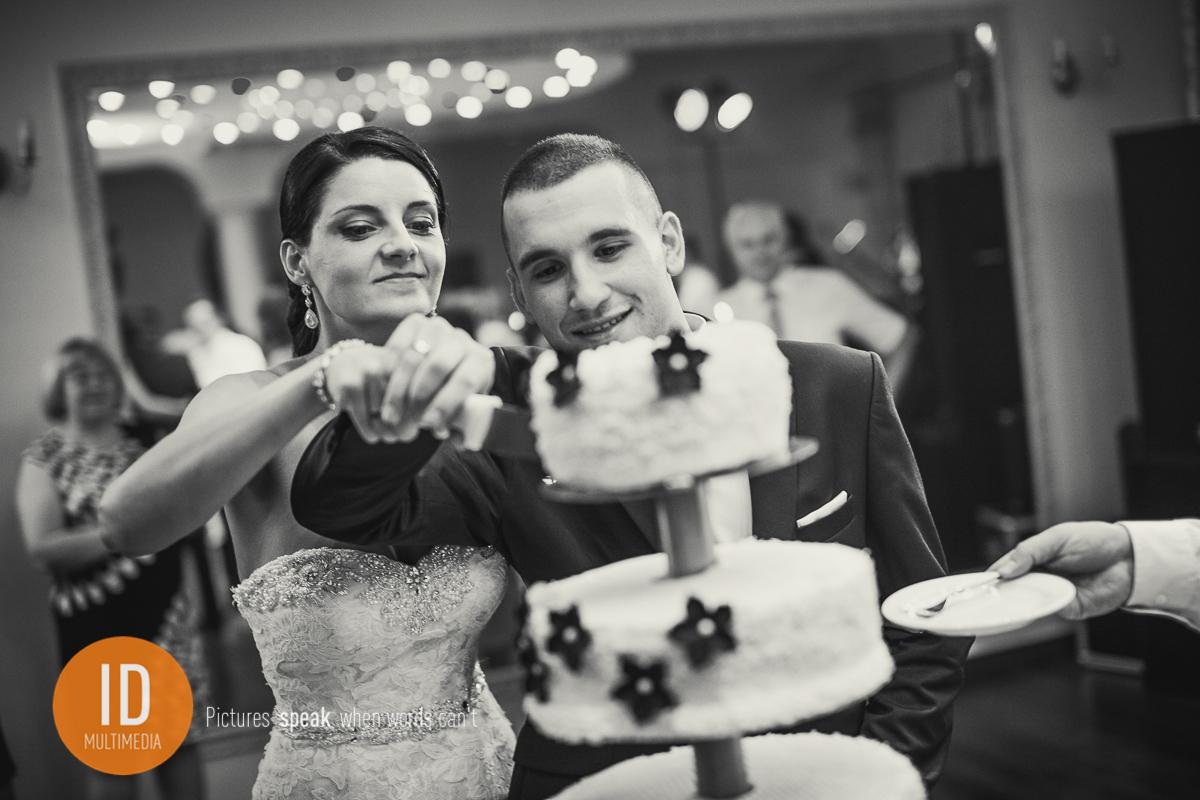 Reportaż ślubny tort weselny