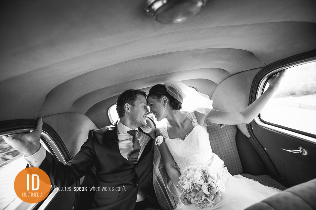 Nowożeńcy w drodze na salę weselną