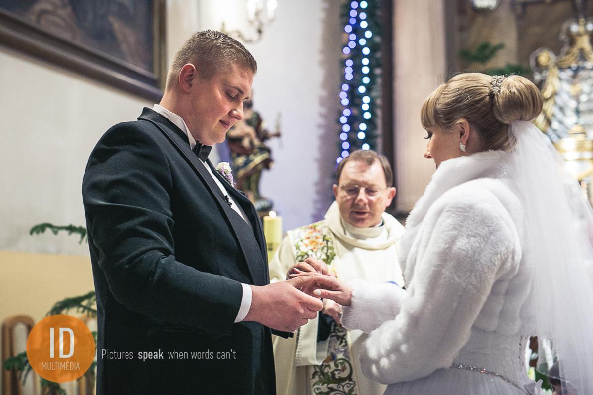 Przysięga Oli i Igora w kościele