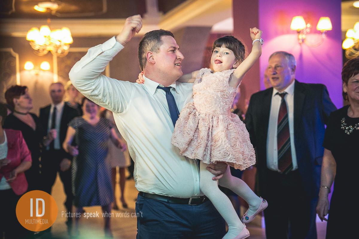 Zabawa gości na weselu