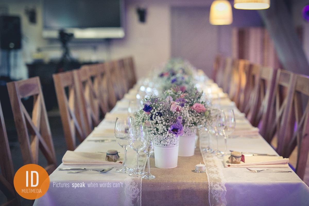 zdjęcia ślubne w stylu rustykalnym Ania i Sebastian stoły