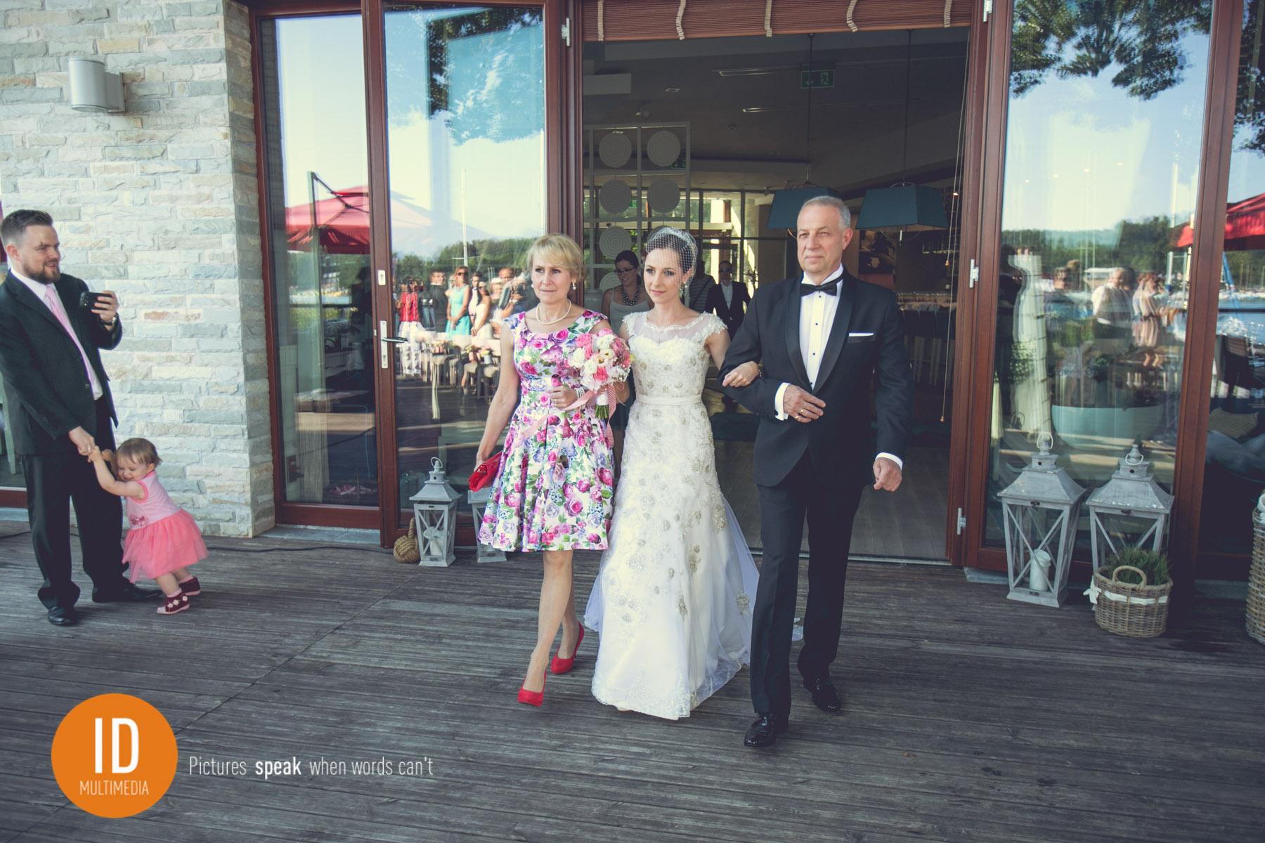 Agata z Tatą ślub na dworze