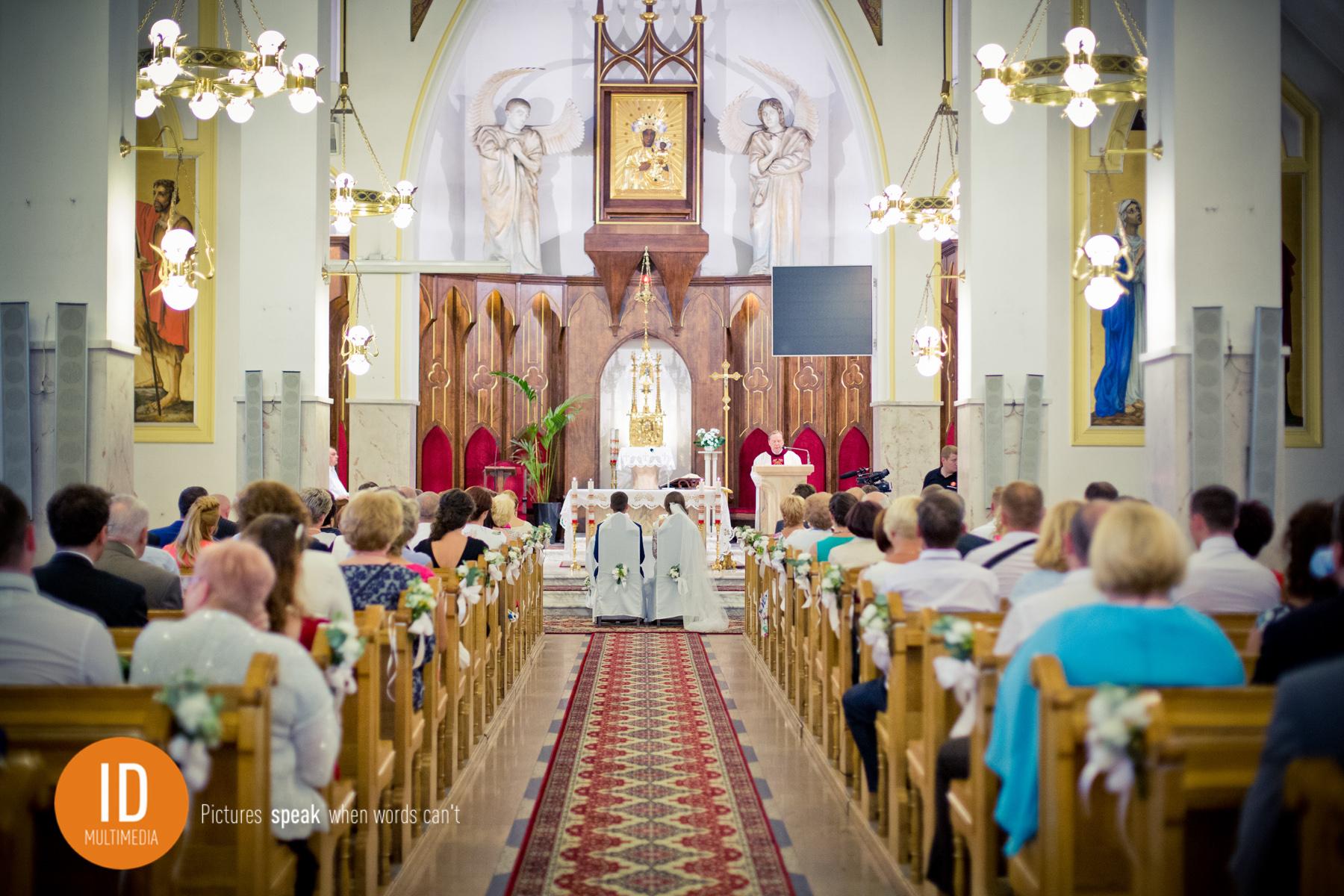 Ślub kościelny Marleny i Tomasza zdjęcia ślubne IdMultimedia