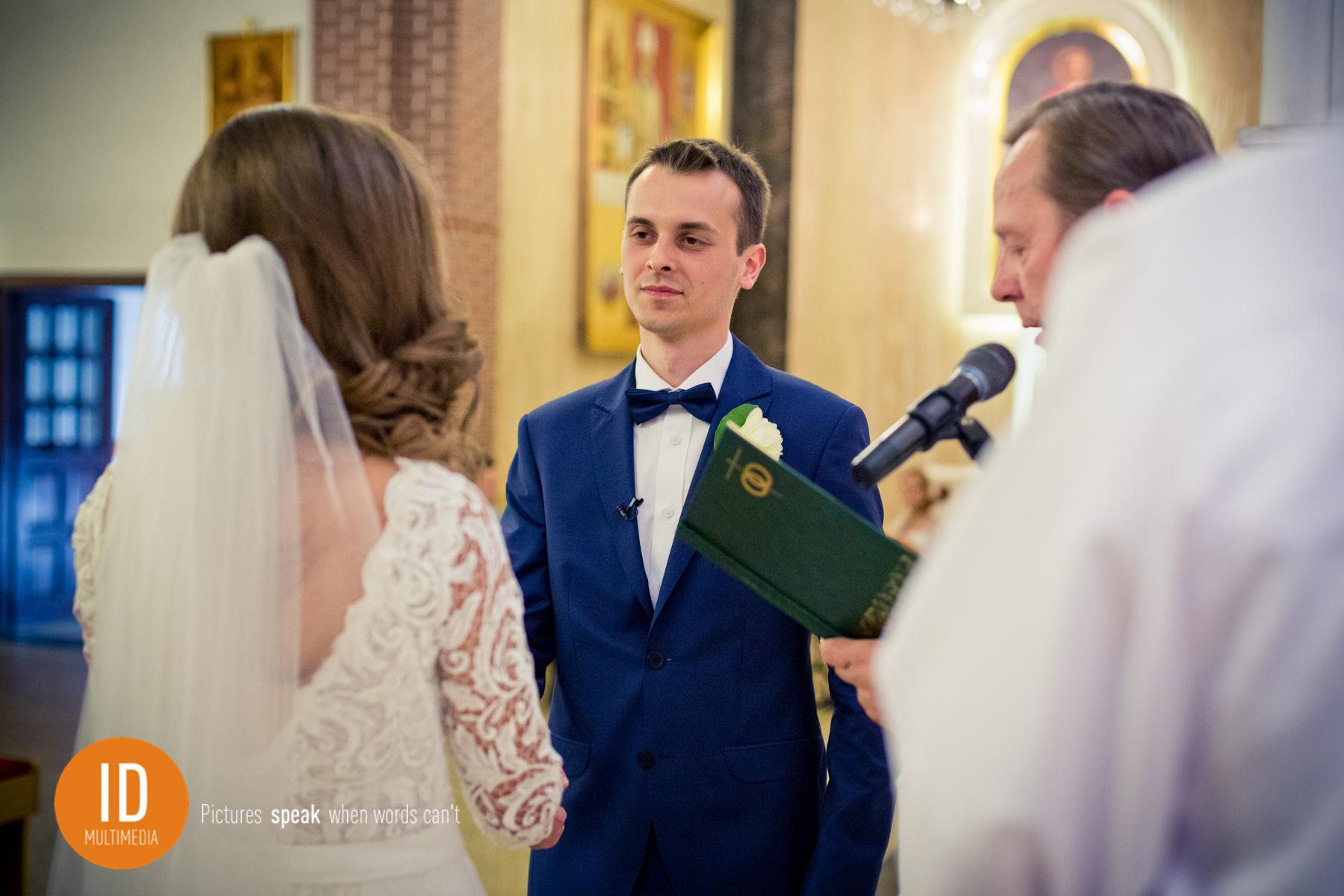 Przysięga kościelna zdjęcia ślubne Idmultimedia