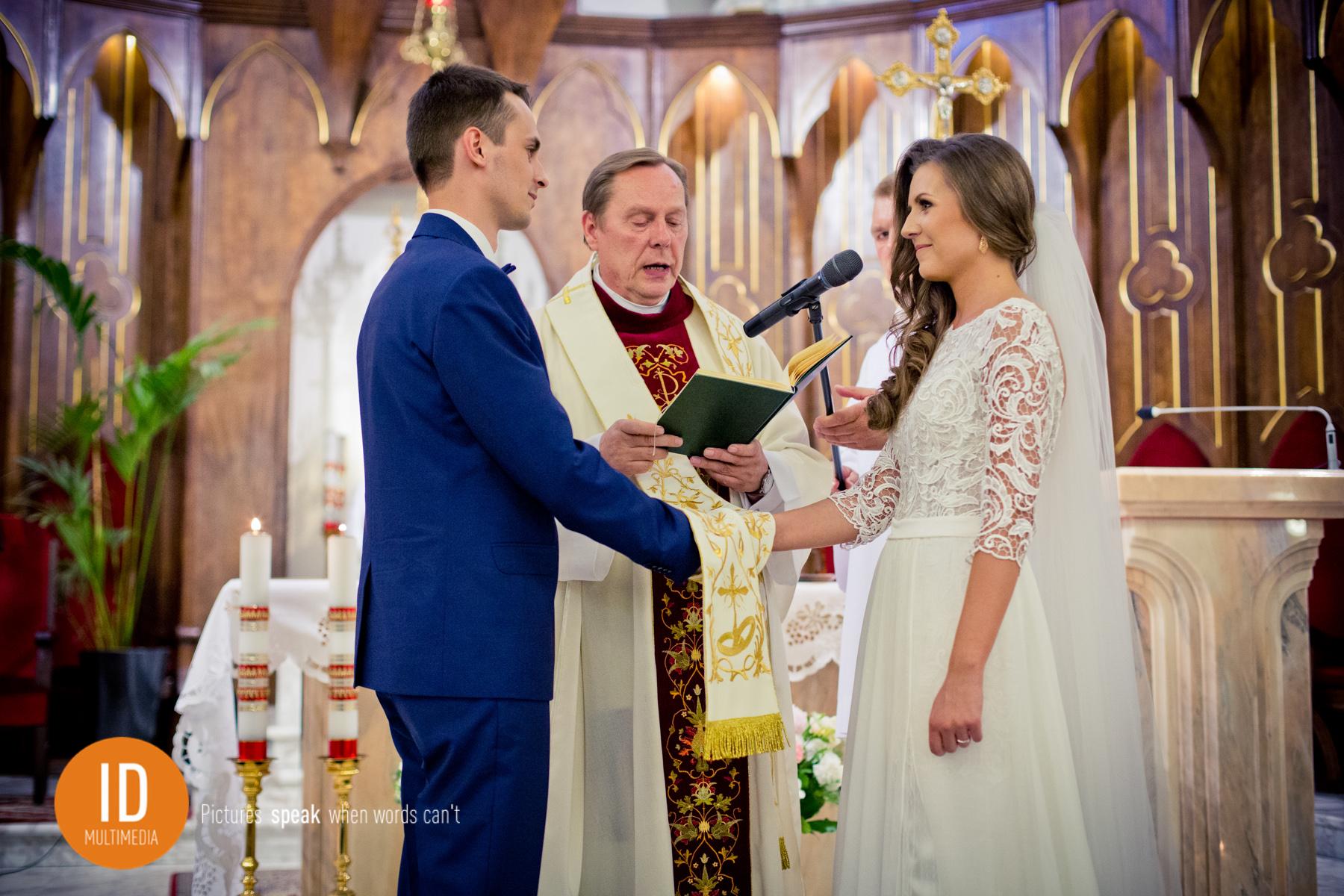 Przysięga w kościele zdjęcia ślubne IdMultimedia