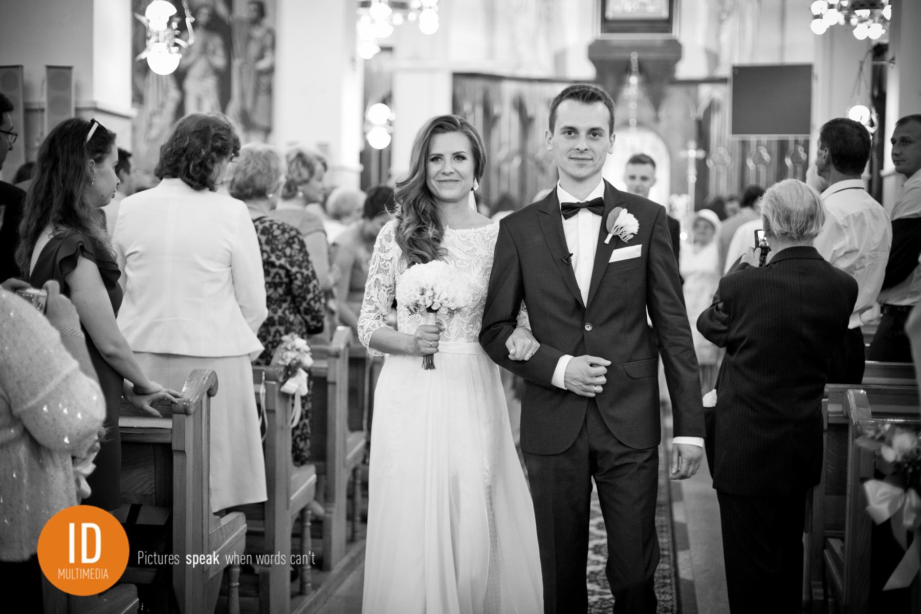 Wyjście z kościoła zdjęcia ślubne