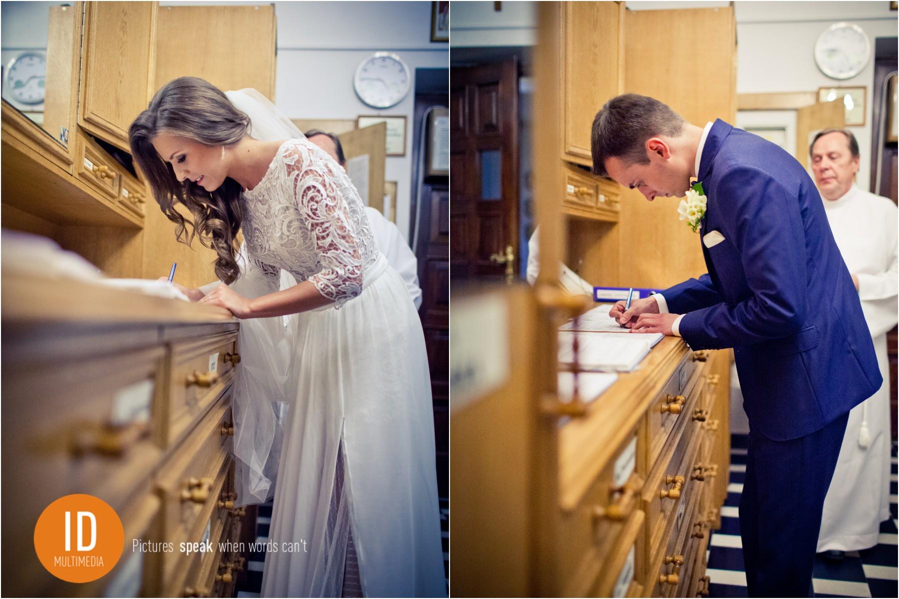 Zdjęcia ślubne dokumenty ślubne podpisy.
