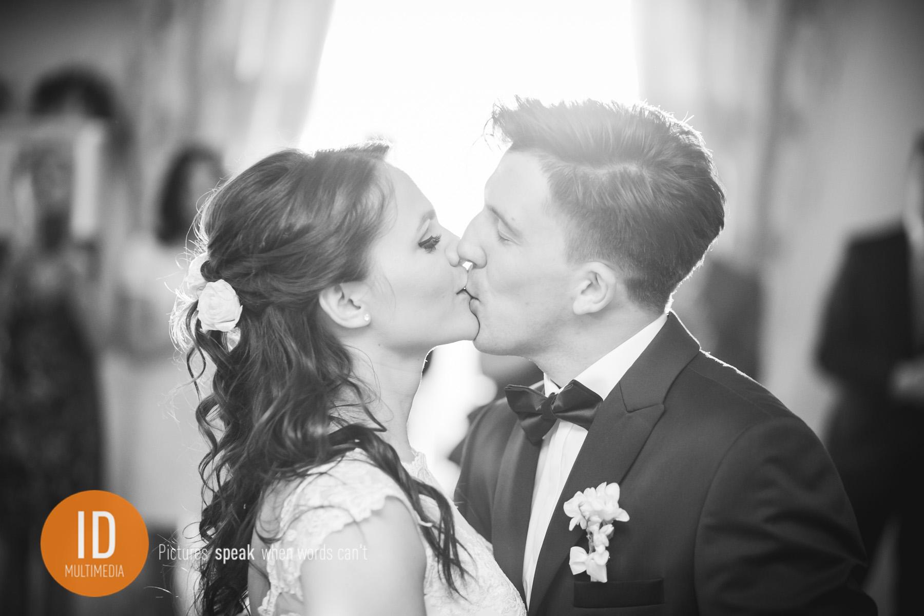 zdjęcia ślubne Sylwii i Jakuba pierwszy taniec
